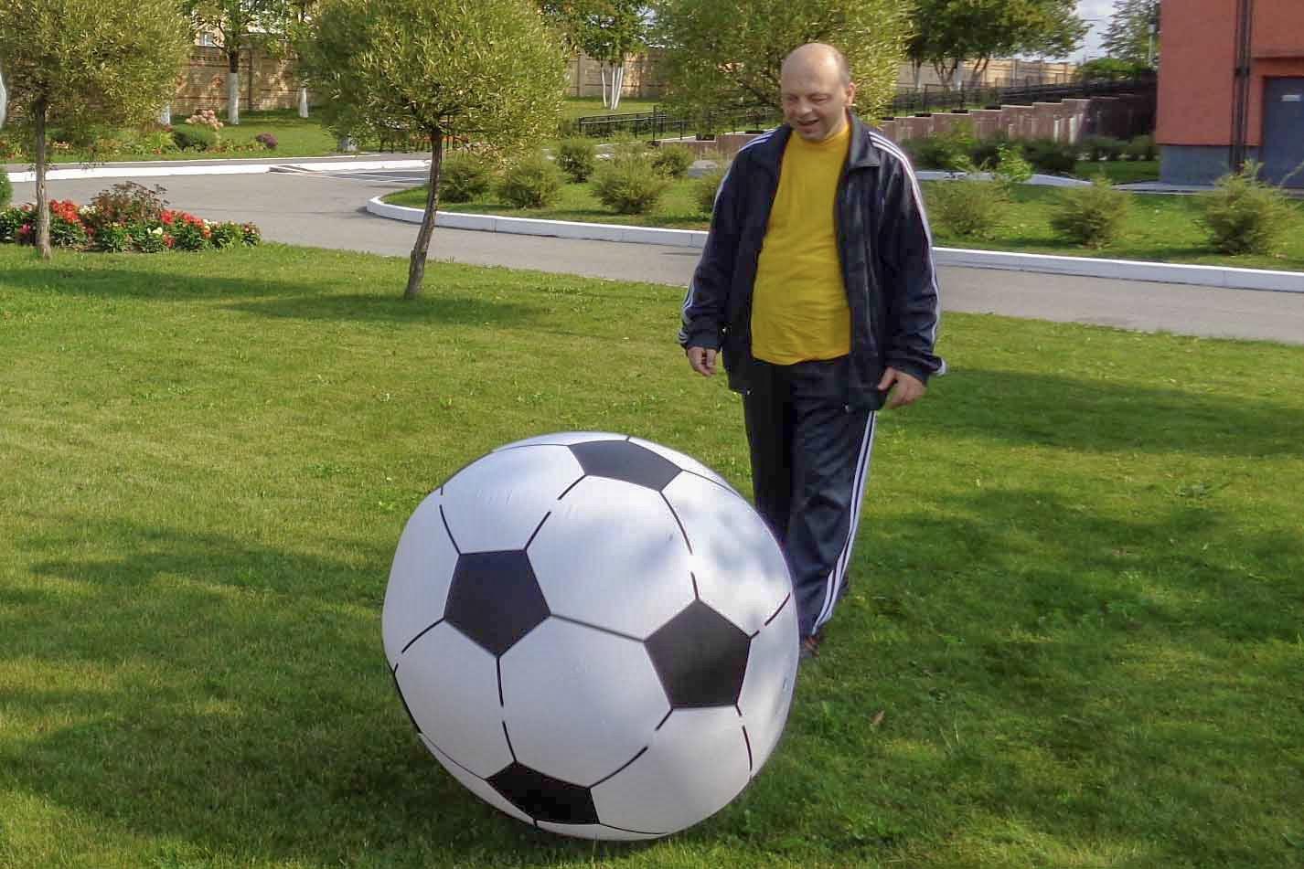 Футбол с гигантскими мячами